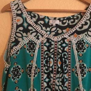 CROWN & IVY patterned top